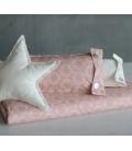 Mantita-cojin-circulos-fondo-rosa
