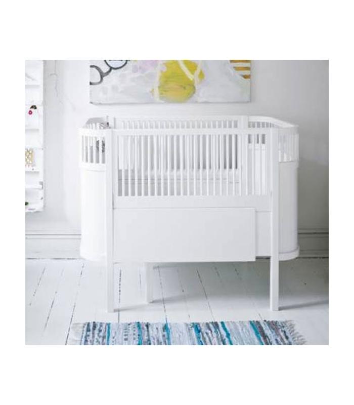 Cuna infantil para habitación en blanco fabricada en madera ...